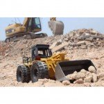 Huina RC Bulldozer with Die Cast Bucket and 2.4Ghz 6-Channel Radio System (Ready-to-Run) - CY1520
